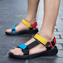 Letnie miękkie duże rozmiary sandały modne sandały na plażę Outdoor Casual rzymskie sandały oddychające płaskie buty męskie kapcie Zapatos De Hombre tanie tanio fichames CN (pochodzenie) Mesh (air mesh) Podstawowe NONE Moda Hook loop Mieszkanie (≤1cm) Pasuje prawda na wymiar weź swój normalny rozmiar