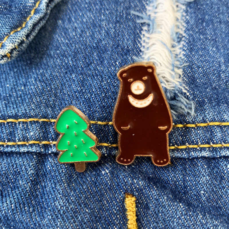 Árvore Verde Urso dos desenhos animados Broche Broches para As Mulheres Animal Bonito Alfinetes Pinos Esmalte Jóias Roupas Crachá Mochila Acessório