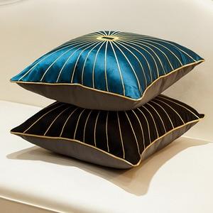Image 4 - Роскошная наволочка из шенилла с золотистыми окантовками и кисточками, темно зеленая наволочка для дивана с принтом лошадей, наволочка для подушки