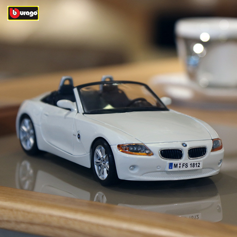 Bburago 1:24 BMW Z4  White Die Casting Model Car Alloy Car Model Simulation Car Decoration Collection Gift Toy