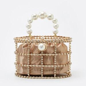 Image 2 - 진주 바구니 저녁 클러치 백 여성 2019 여름 할로우 다이아몬드 구슬 합금 금속 핸드백 여성 패션 파티