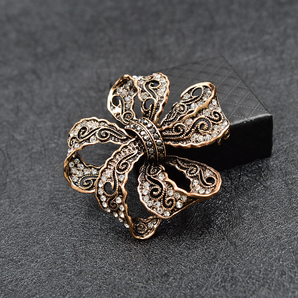 CINDY XIANG Rhinestone Bow Brooches For Women Vintage Fashion Bowknot Brooch Pin Retro Pattern Hollow-out Jewelry Good Gift 2