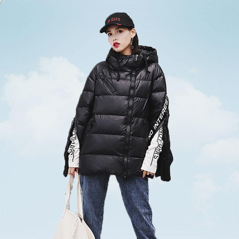 Kadın Giyim'ten Parkalar'de 2019 Kış Ceket Kadınlar Moda Mat Mektup Siyah Yastıklı Kadın Ceketler Gevşek Sıcak Pamuk Ceket kapüşonlu parka Kadın Dış Giyim H716'da  Grup 1