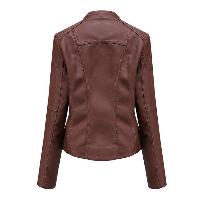 Фото куртка женская байкерская облегающая из искусственной кожи на
