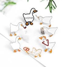 Pin de esmalte de pato con dibujos animados, broche de Copa, pin de solapa con dibujo de animales