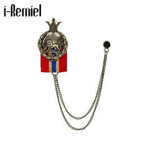 Korean Metal Animal Lion Brooch for Men Suit Shirt Crystal Badge Tassel Chain Lapel Pins and Brooches Corsage Vintage Jewelry