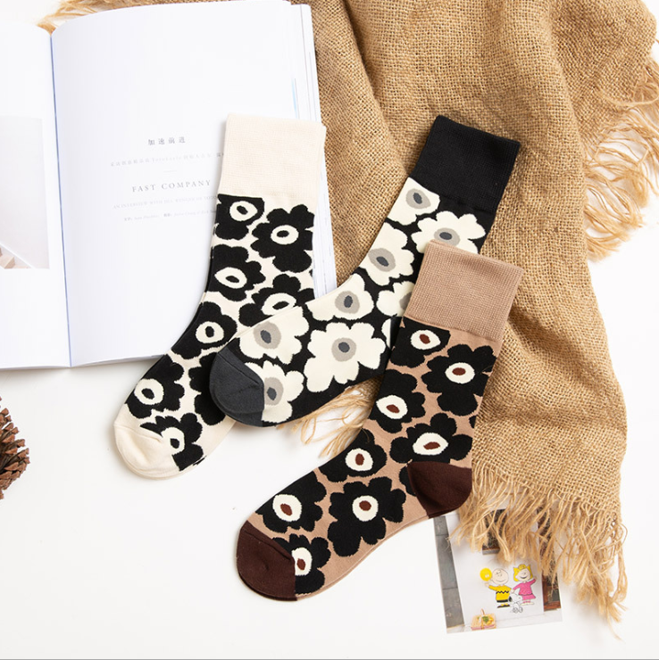 Skateboard Street Korean Stretch Cotton Black And White Flower Ladies Middle Tube Socks Chic Socks For Fashion Girls
