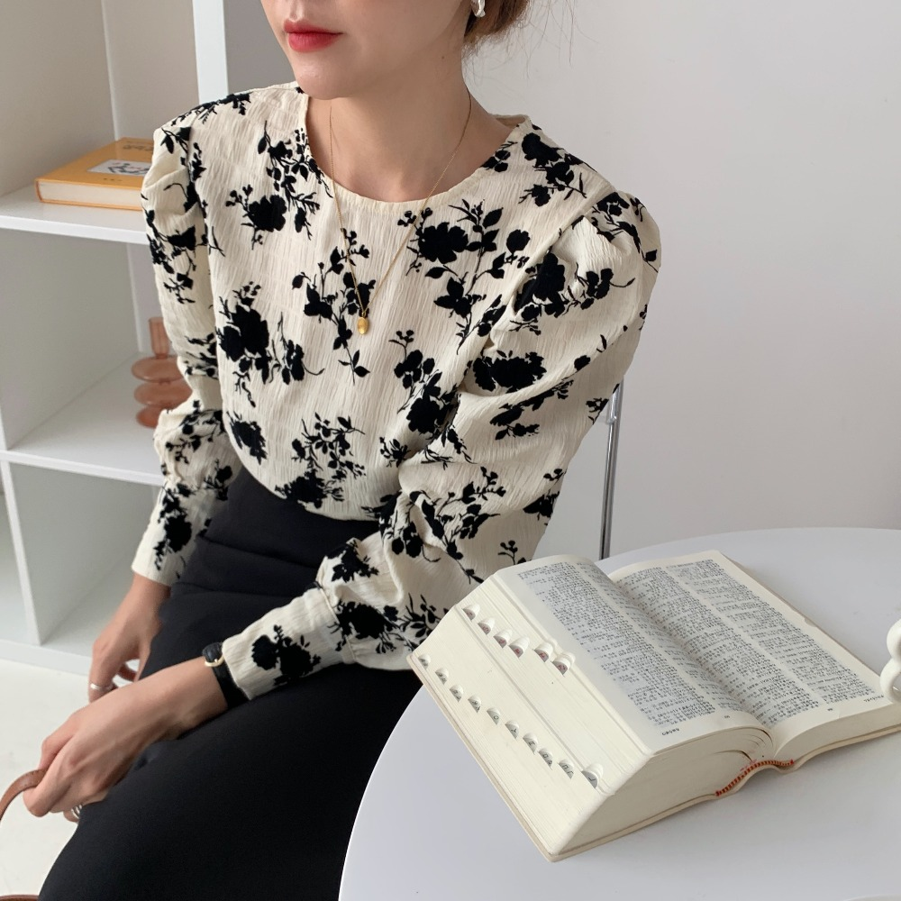 H4682f31b1a97459cb43a3b3187370423j - Spring / Autumn Korean O-Neck Long Sleeves Two-Button Cuffs Floral Print Blouse