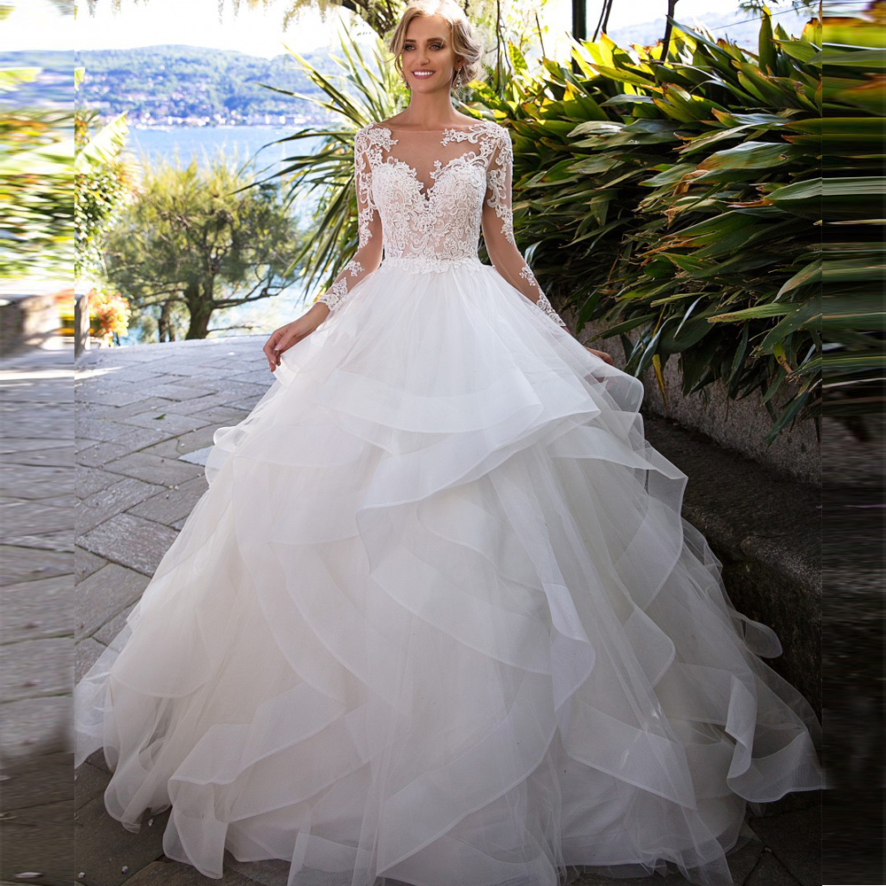 Vintage Ball Gown Wedding Dresses Princess 2020 Long Sleeve Open Back Appliques Lace Tulle Tiered Skirt Bridal Wedding Gowns