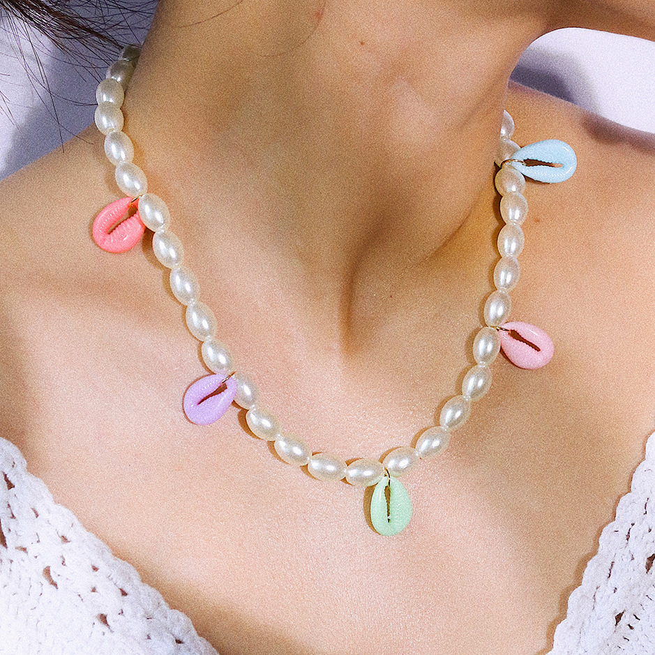 Luxury Oval Imitation Pearl Choker Necklace for Women Bohemian Colorful Natural Shell Gold Color Pendant Necklace New Arrival