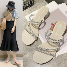 цены Outer wear sandals and slippers women 2020 summer new wild rhinestones with thick heels Roman sandals and slippers Z993