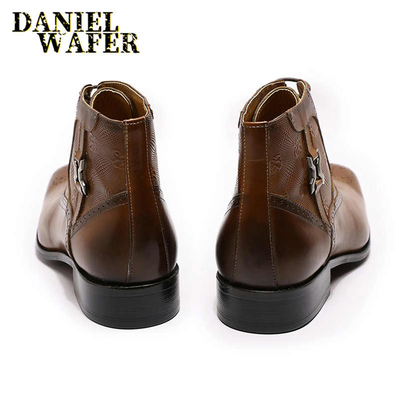 Lüks marka deri ayakkabı erkek botları moda baskılı madalyon dantel-up sivri burun yarım çizmeler ofis düğün erkek ayakkabısı deri