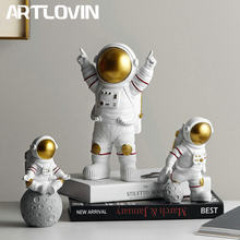 Resina Astronauta Figurine di Modo Astronauta Con La Luna Scultura Decorativa Miniature Cosmonauta Statue Regalo Per Uomo e Ragazzo