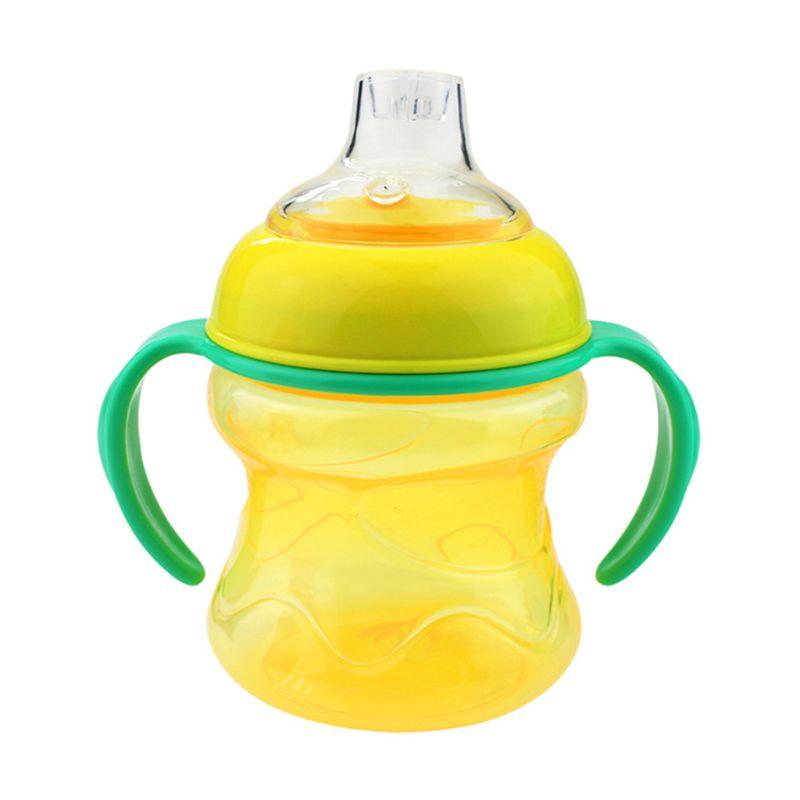 Garrafa bebendo do desmame da criança da