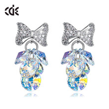 Cde Fashion Ab Kleur Crystal Bead Van Swarovski Cluster Kitsch Druiventrossen Dangle Drop Verklaring Hook Oorbellen Met Strik(China)