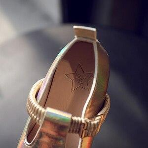 Image 5 - Bé Gái 2020 Mới Thời Trang Trẻ Em Mùa Xuân Rộng Laser Khóa Da Giày Công Chúa Bé Giày Dép Bé Gái Giày