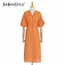 TWOTWINSTYLE yaz Vintage katı kadın elbise V boyun puf kollu yüksek bel düğme oymak Midi elbiseler kadın moda 2020