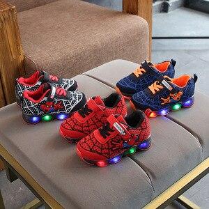 2020 мультяшный Человек-паук Лидер продаж светодиодный обувь для мальчиков и девочек липучка высокое качество Детские кроссовки милые модные теннисные детские туфли