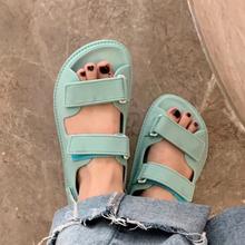 Projektant marki kobiety płaskie sandały na rzep platformy buty dla taty cukierki kolor galaretki letnie buty dla kobiet Zapatos De Mujer tanie tanio Meilikelin CN (pochodzenie) Med (3 cm-5 cm) 0-3 cm Na co dzień podstawowe Płaskie z NONE Otwarta RUBBER Hook loop Dobrze pasuje do rozmiaru wybierz swój normalny rozmiar