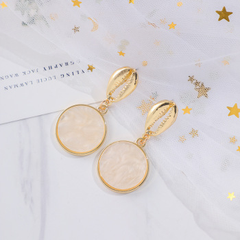 South Korea Retro Contracted Gold-Plated Shell acrylic Earring Fashionable Dangling Minimalist Wedding Jewelry Earring Lover image