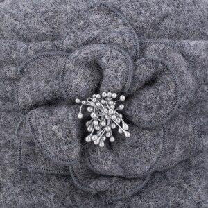 Image 5 - Kış şapka kadınlar için 1920s Gatsby tarzı çiçek sıcak yün bere kış kap bayanlar kasketleri kilise şapkalar Cloche Bonnet fedoras A299