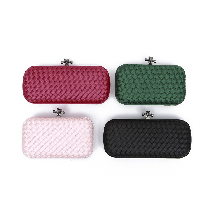 Silk Hand-woven Lady's Hand-held Make-up Bag Crosses The Simple Dinner Bag 2020, The New Best-selling Style.