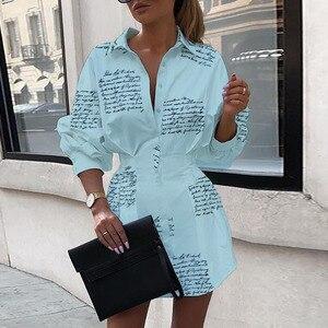 Image 2 - Katı 2020 sonbahar mektubu baskılı beyaz gömlek elbise kadın sokak moda parti zarif turn aşağı yaka ince bel düğmesi GV002