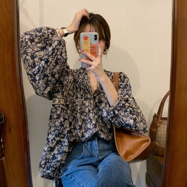 Gagarich Women Shirts 2021 Spring Autumn Korean Vintage Elegant Female Lantern Sleeve V-Neck Flower Printed Design Blouses 3