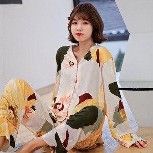 Image 3 - ربيع 2020 جديد السيدات الأزهار المطبوعة الساتان سترة + السراويل 2 قطعة مجموعة النساء ملابس خاصة مجموعة كاملة الأكمام رقيقة Homewear للإناث