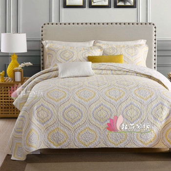Plain European and American Style Golden Romantic Bedding Quilted Three-Piece Printing