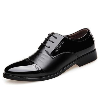 Nowe 2020 męskie buty skórzane typu oksfordy brytyjskie czarne niebieskie buty ręcznie wygodne formalne sukienka płaskie buty męskie sznurowane tanie i dobre opinie DERMSPE CN (pochodzenie) Stałe Szpiczasty nosek RUBBER Lace-up Pasuje prawda na wymiar weź swój normalny rozmiar Podstawowe