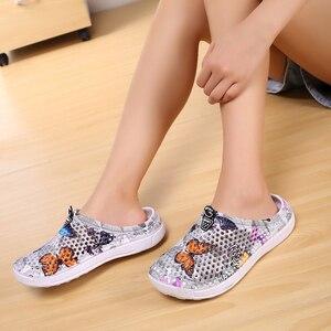 Image 3 - 여름 여성 슬리퍼 슬립 0n 나 막 신 신발 빠른 드라이 비치 수영 물 신발 크리 에이 티브 나비 샌들