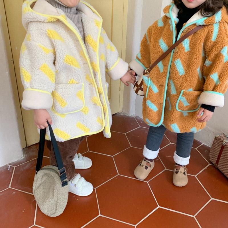 Корейский стиль, шерстяные теплые куртки с капюшоном и принтом для детей 2020, зимние свободные длинные пальто для мальчиков и девочек-3