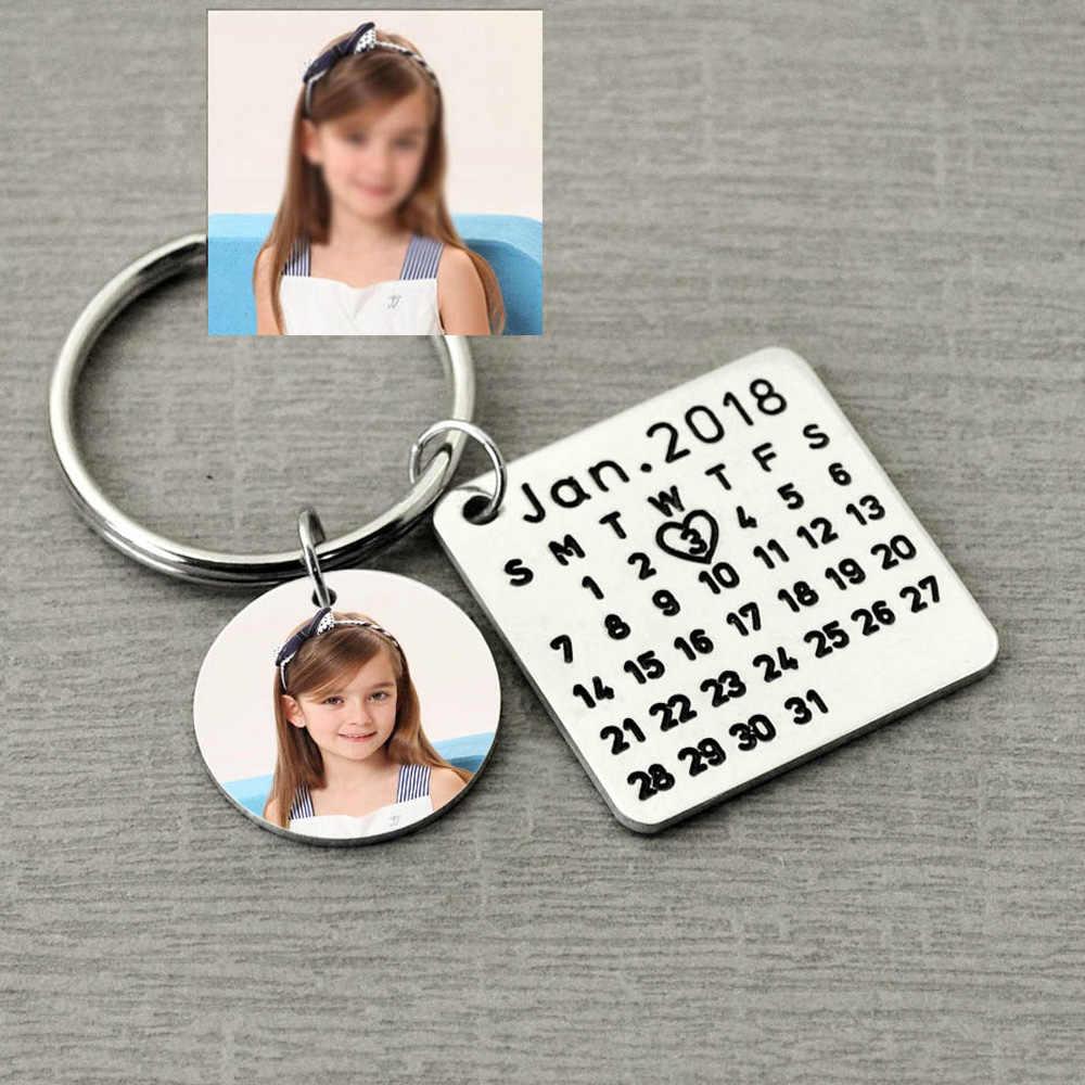 Chaveiro personalizado do calendário, data personalizada do aniversário do calendário destacada com coração, grave o presente especial da data para ele