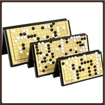 Przenośna ozdoba do Gry w szachy magnetyczna deska drewniana Gry dla dorosłych idź do Gry w szachy Gry rodzinne Gry Planszowe zestaw do Gry planszowej tanie i dobre opinie OEING 6 lat Metal CN (pochodzenie) Książka Board Game Packge Juego de Mesa Wooden Go Chess Weiqi Go Board Game Family Games