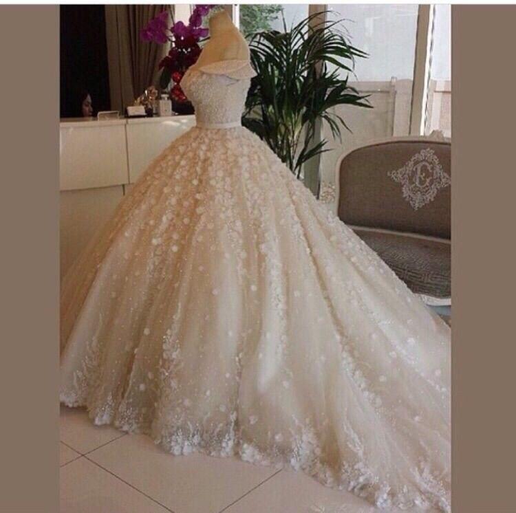 2015 Elegant Sweetheart Cap Sleeve Flower Court Train Puffy Luxury Wedding Dresses