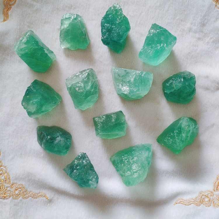 100g 2-4cm duże cząstki naturalne ośmiościenny kolorowe fluoryt kamień surowy Ornament zielony kamień craft trzciny cukrowej dekoracji DX