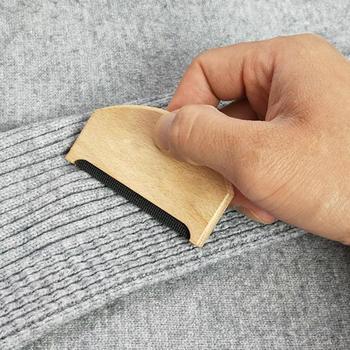 Usuwanie kłaków drewniana pielęgnacja odzieży niemechacące się ręczne szczotki do swetra użytkowanie w domu usuwanie kłaków grzebień do tkanin łatwe do czyszczenia trymer Fuzzy tanie i dobre opinie CN (pochodzenie) Rolka z kleiną na kłaczki manual Lint Remover CLOTHES Wooden Manual Hair Ball Trimmer Wholesale Dropshipping