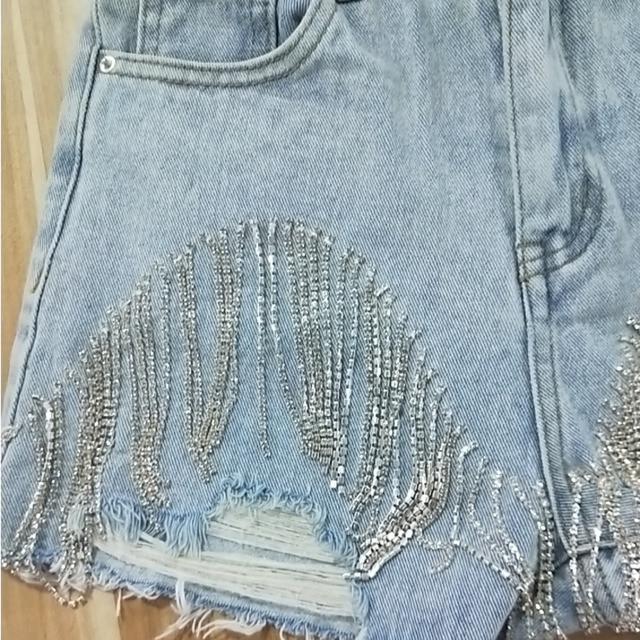 IEQJ 2021 New Fashion Denim Jeans Women Hole Tassel Bright Diamond Chain Light Blue Streetwear High Waist Slim Short Pant AE323 6