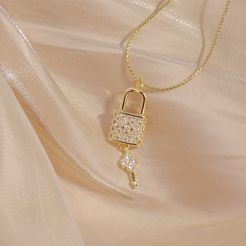 Creative Micro Inlaid CZ Lock And Key Necklace for Women 14K Real Gold Exquisite AAA Zirconia Kolye Fashion Accessories Jewelry