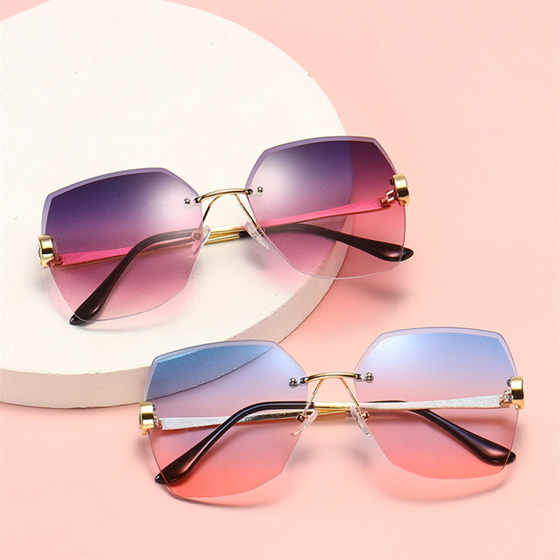 Luxury Brand Sunglasses Women Fashion Black Retro Sun Glasses Women Vintage Lady Summer Style Sun glasses Female Famous UV400