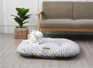 Image 3 - Benepaw秋冬暖かい犬ベッドソフト快適な厚いぬいぐるみ滑り止め子犬ペットマットクッション小中大犬猫