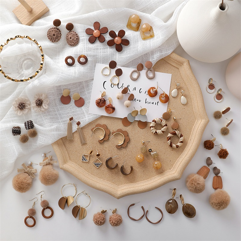 Autumn Winter New Products Sweet and Lovely Brown Acrylic earrings Fashion Vintage Alloy Metal Hair Balls Women's Sexy Jewelry