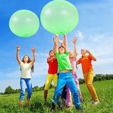 Дети волшебное кольцо в виде шара пузыря на открытом воздухе