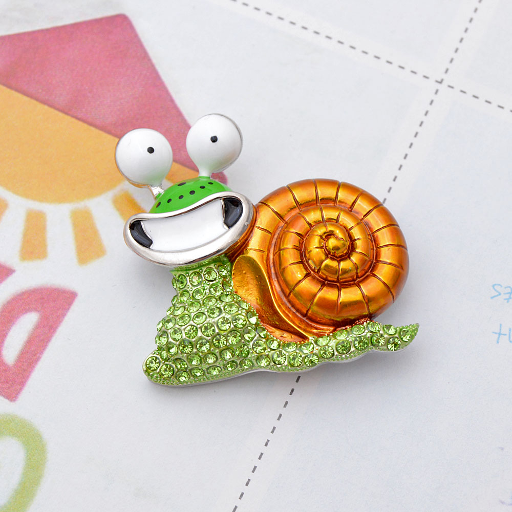 CINDY XIANG Rhinestone Laugh Snail Brooch Cartoon Insect Funny Brooches For Women Enamel Jewelry Autumn Winter Design Pin Gift 5