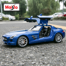цена на Maisto 1:18 Mercedes-Benz SLS AMG blue car alloy car model simulation car decoration collection gift toy Die casting model