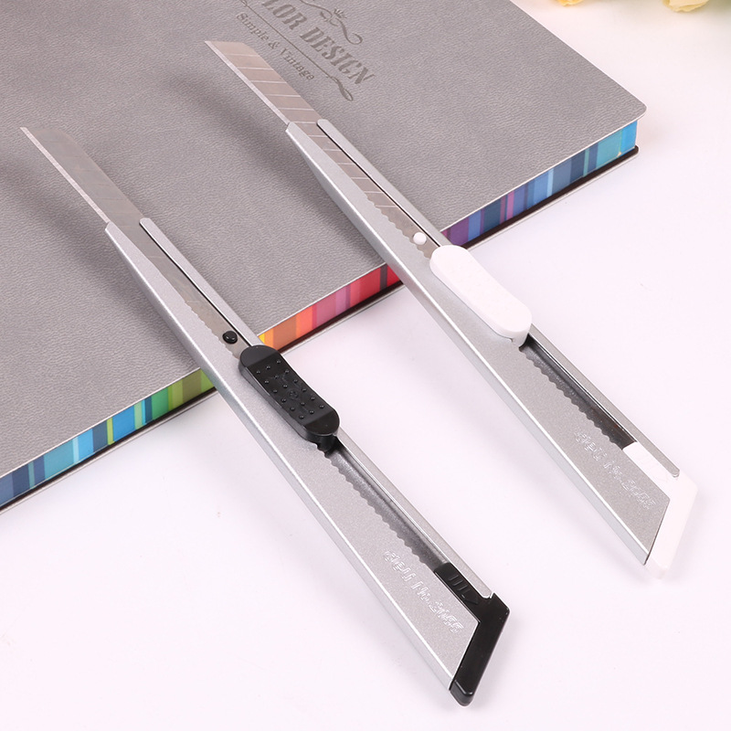 Deli 2055 Small Knife Metal Wallpaper Film Knife 30-Degree Angle Carving Blades Metal Shell