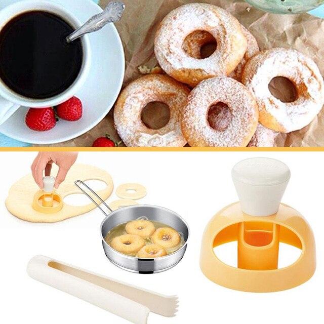 Moule à biscuits en plastique | Fabricant doutils de cuisson, moule à donuts, pain, bombe de bain, pression, moule à biscuits, moules à donuts, Mooncakes