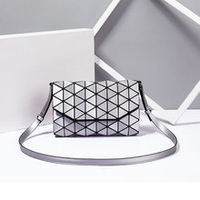 Women's Lingge Envelope Geometric Luminous Reflective Pu Leather Shoulder Hand Bag Fashion Luxury Brand Folding Lattice Purse