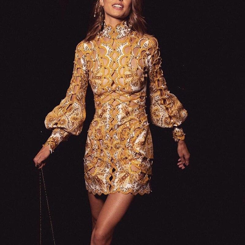 Robe de piste européenne femmes de haute qualité Vintage or à manches longues évider Mini robe 2019 automne a-ligne Mini robe
